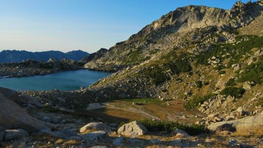 Le lac de Bastani dans le massif du Monte Rinosu