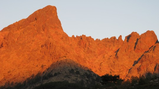 La Paglia Orba au lever du soleil