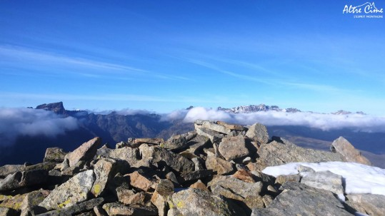 Punta Artica 2327m, Monte Cintu et Paglia Orba au dessus de la mer de nuages
