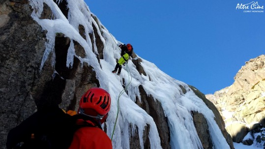 [Alpinisme en Corse] Sur [Alpinisme en Corse] Descente en rappel