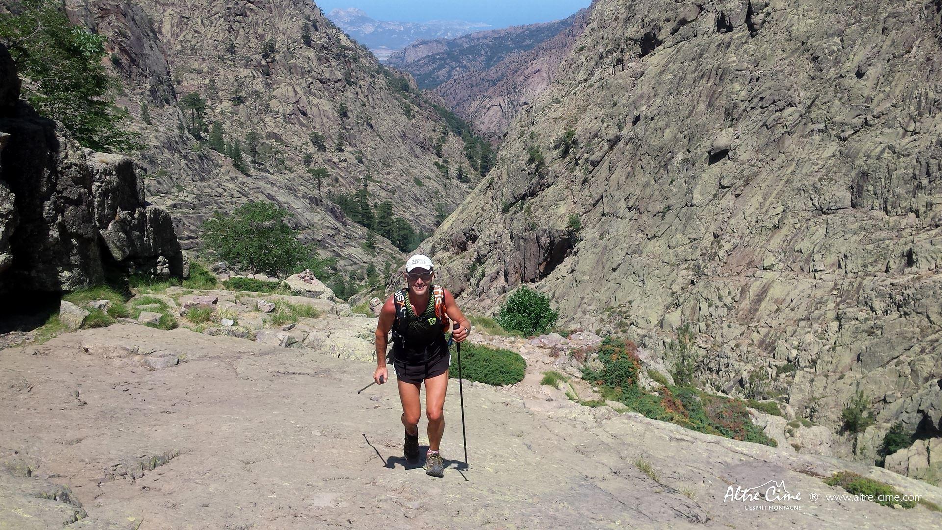 [GR20 Trail] Montée en dalles au dessus de Carrozzu