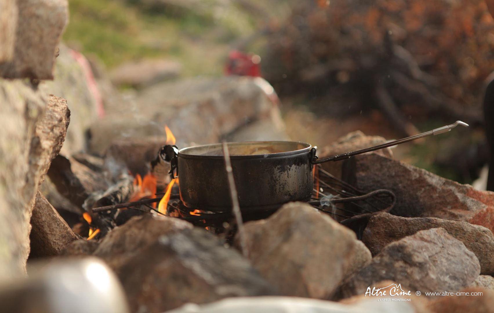 [Randonnée Corse Sauvage] Repas au feu de bois