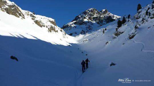 [Ski de randonnée Belledonne] Les pointes de Jasse Bralard en toile de fond