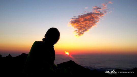 [GR20 Sud] Lever de soleil flamboyant au sommet de l'Alcudina