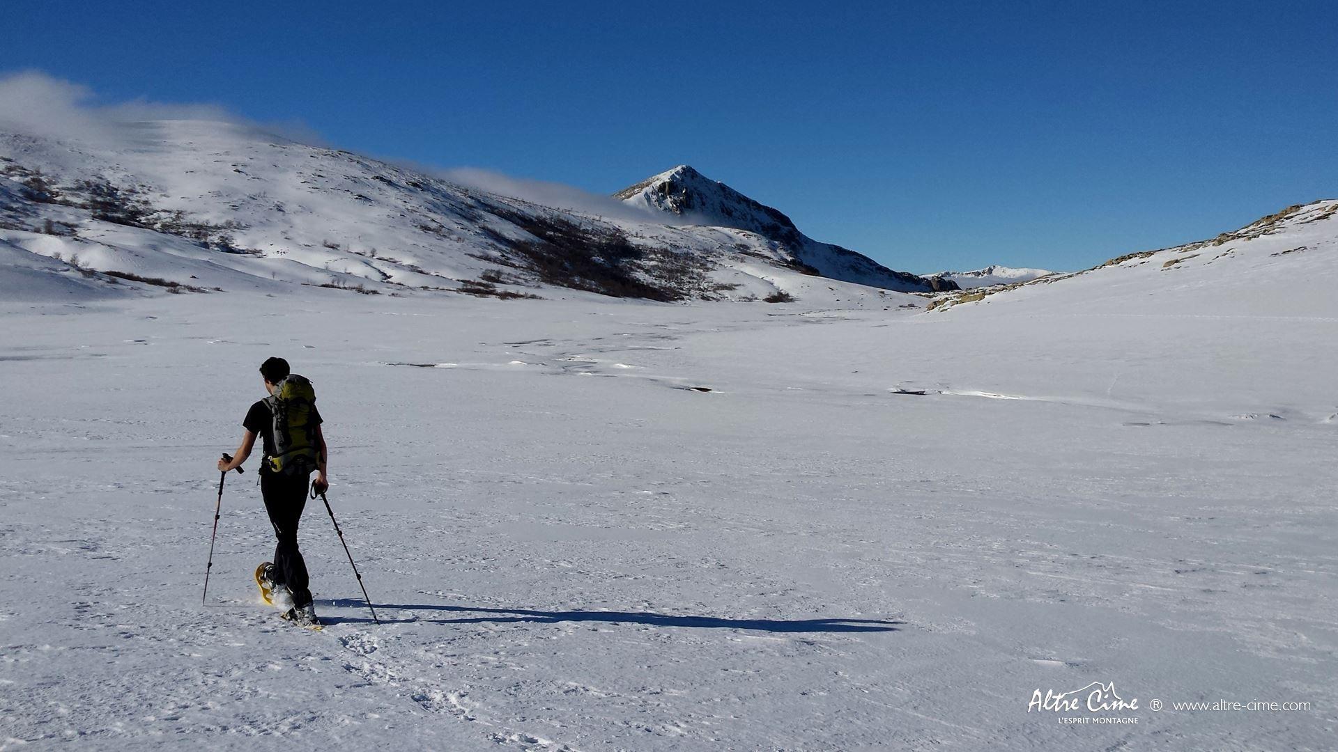 [GR20 Nord Hiver] Lac de Ninu en raquettes à neige
