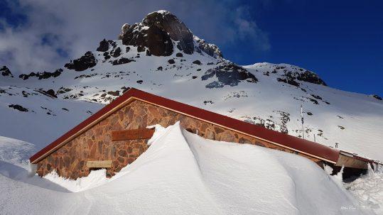 [GR20 Nord] De la neige jusqu'au toit au refuge de Ciottulu !