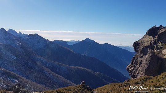 Paglia Orba et Capu Tafunatu au fond et Bocca Pisciaghja sur le GR20 Nord